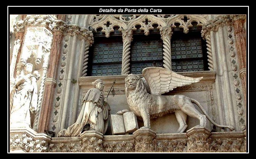 Entrada monumental do palácio, deve o seu nome ao uso na afixação de novas leis e decretos ou à presença no lugar de escrivãos públicos ou ainda ao fa