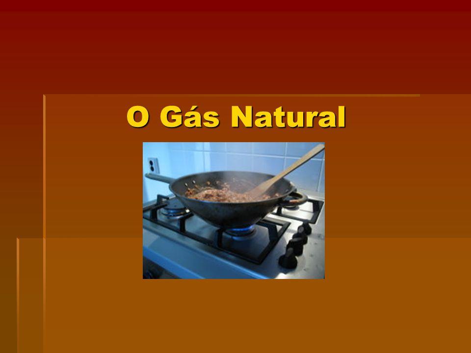 O gás natural é um combustível fóssil, na forma gasosa, contendo principalmente carbono e hidrogênio, ocorrendo em jazidas ou depósitos subterrâneos.