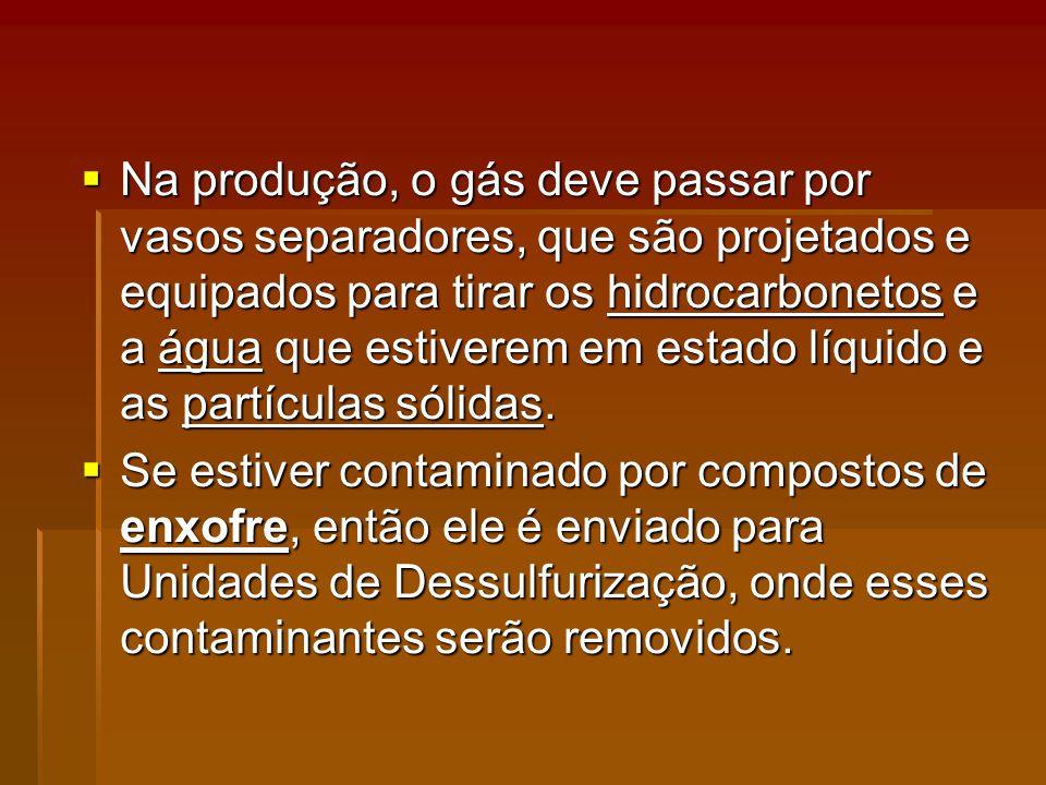 Na produção, o gás deve passar por vasos separadores, que são projetados e equipados para tirar os hidrocarbonetos e a água que estiverem em estado líquido e as partículas sólidas.