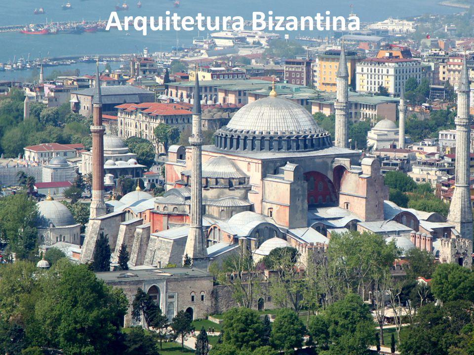 Basílica de Santa Sofia - Istambul Construída: 532-537 no governo de Justiniano Apresenta grande cúpula, maior característica da arquitetura bizantina