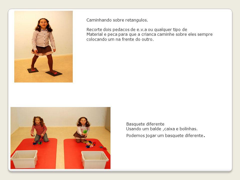 Danca sobre a bola: para trabalhar com as criancas, o equilibrio, colocando uma musica bem animada e fazer com que eles acompanhem o ritmo,pulando.