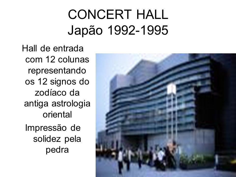CONCERT HALL Japão 1992-1995 Hall de entrada com 12 colunas representando os 12 signos do zodíaco da antiga astrologia oriental Impressão de solidez p