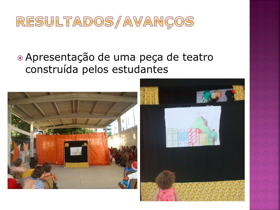 Apresentação de uma peça de teatro construída pelos estudantes