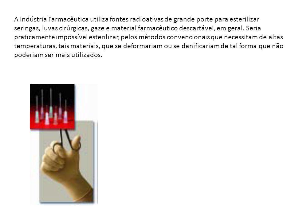 A Indústria Farmacêutica utiliza fontes radioativas de grande porte para esterilizar seringas, luvas cirúrgicas, gaze e material farmacêutico descartá