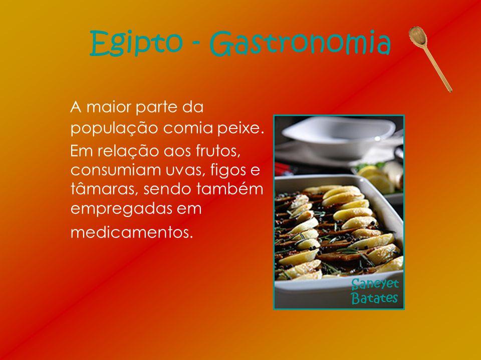 Egipto - Gastronomia A maior parte da população comia peixe. Em relação aos frutos, consumiam uvas, figos e tâmaras, sendo também empregadas em medica