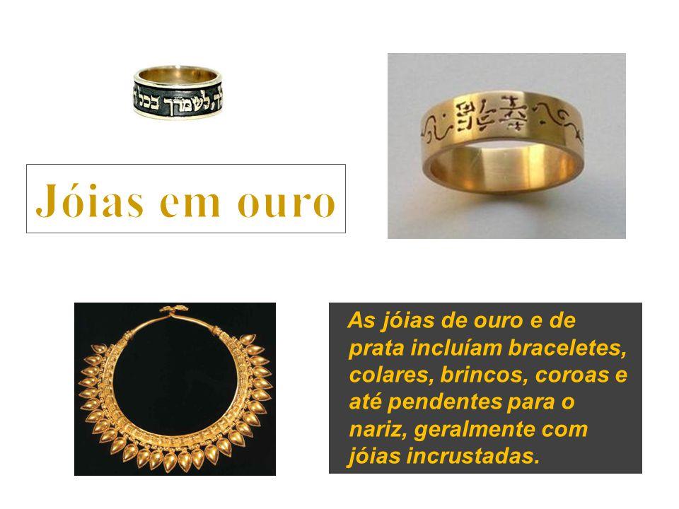 As jóias de ouro e de prata incluíam braceletes, colares, brincos, coroas e até pendentes para o nariz, geralmente com jóias incrustadas.