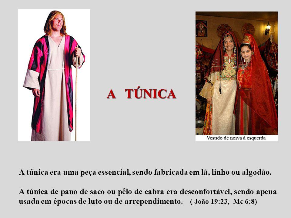 A TÚNICA A TÚNICA A túnica era uma peça essencial, sendo fabricada em lã, linho ou algodão. A túnica de pano de saco ou pêlo de cabra era desconfortáv