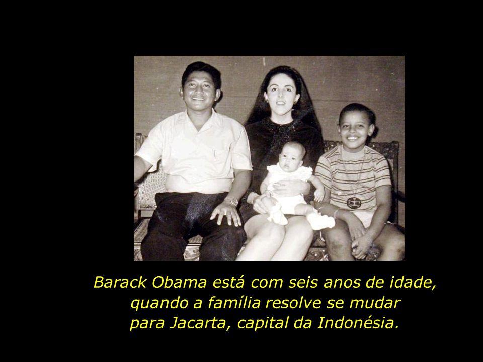 Nos primeiros anos, a família mora no Hawaii, onde Lolo Soetoro completa seus estudos em Geologia.