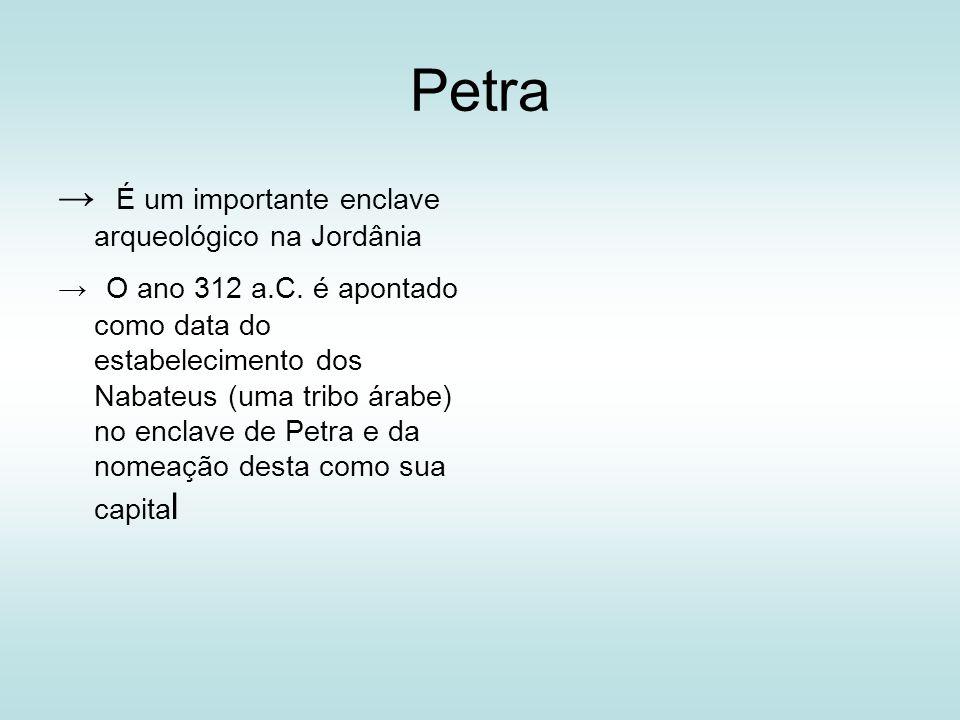 Petra É um importante enclave arqueológico na Jordânia O ano 312 a.C. é apontado como data do estabelecimento dos Nabateus (uma tribo árabe) no enclav