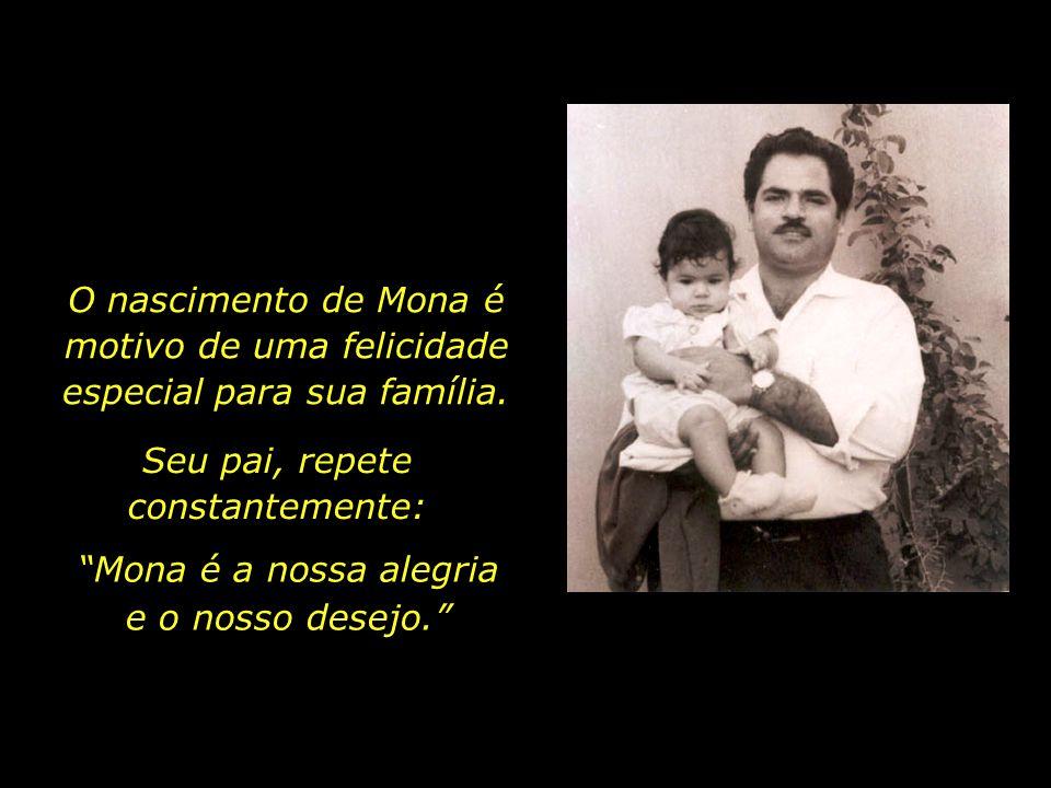 No ano de 1959, nasce Taraneh, a primeira filha do casal. Algum tempo depois, em 10 de setembro de 1965, nasce Mona. Mona e seu pai, em 1967