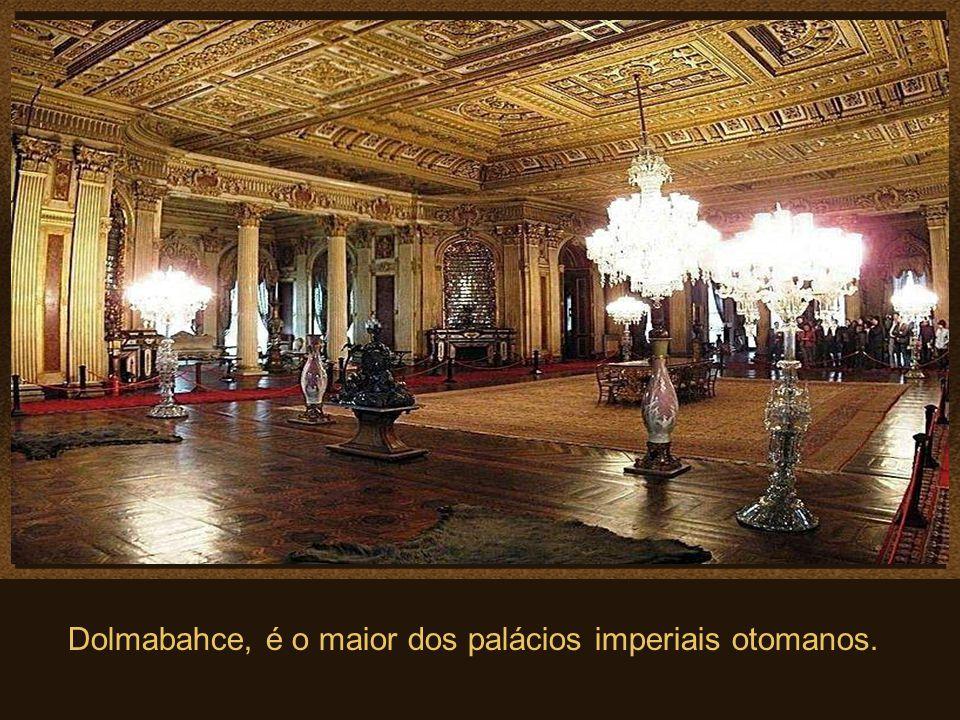 Algumas das muitas obras de arte que se pode admirar no Palácio.. Estas são algumas peças da grande coleção de obras de arte em ouro, que são exibidas