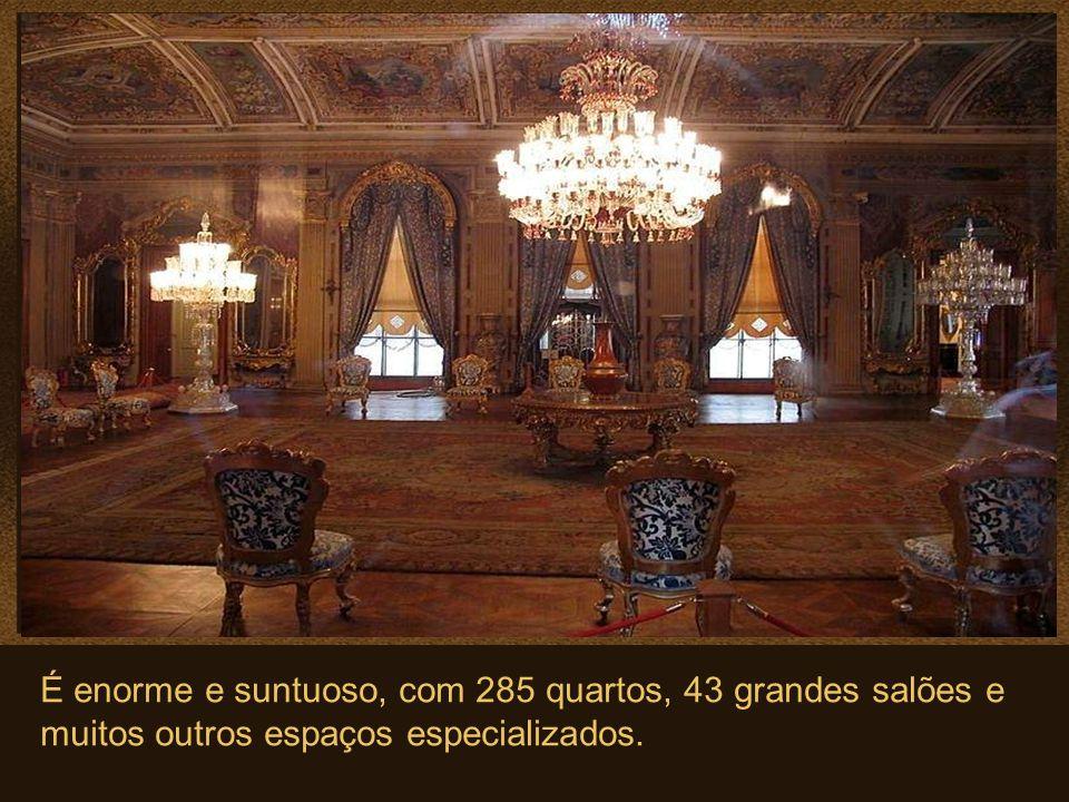 Dolmabahce, é o maior dos palácios imperiais otomanos.