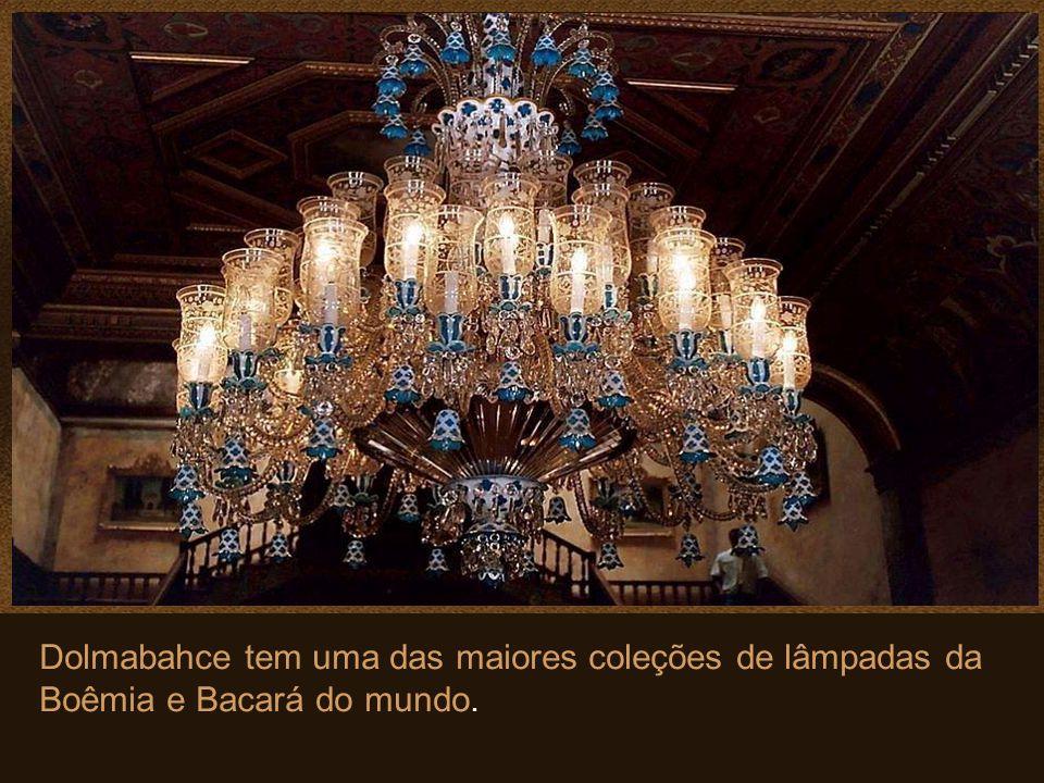 Neste Salão de Cerimônias, encontra-se o maior lustre de Cristal da Boêmia do mundo. Pesa 4,5 toneladas e tem 750 lâmpadas. Presente da Rainha Vitória
