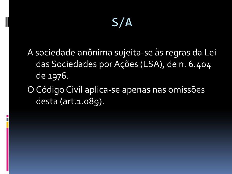 S/A A sociedade anônima sujeita-se às regras da Lei das Sociedades por Ações (LSA), de n. 6.404 de 1976. O Código Civil aplica-se apenas nas omissões