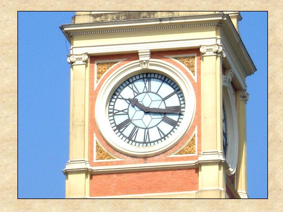 A torre e seu relógio: durante muitos anos, o padrão da hora certa para o paulistano, e um marco na região central da cidade