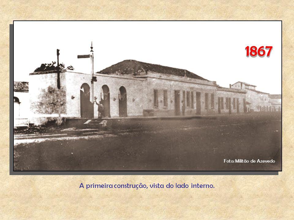 18671867 A primeira construção, vista do lado interno. Foto: Militão de Azevedo