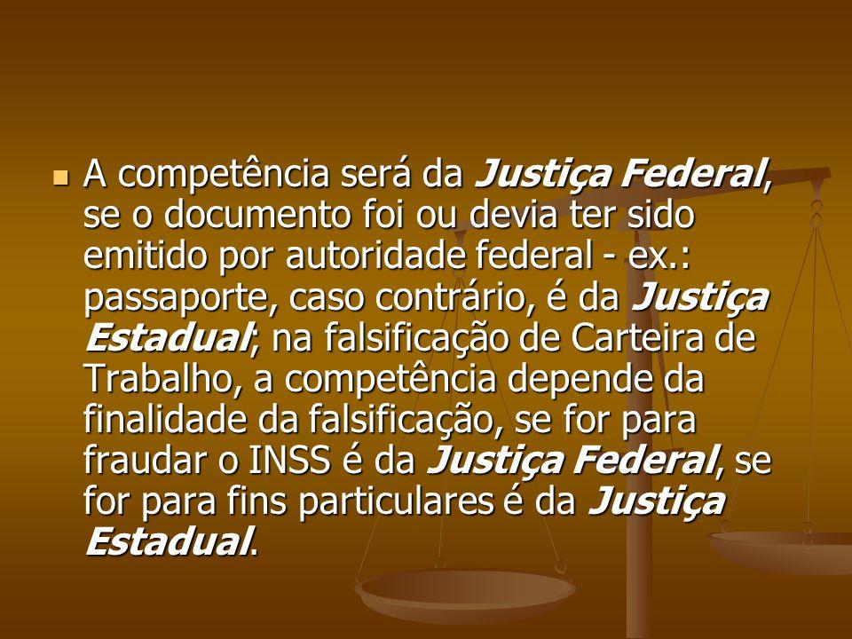 A competência será da Justiça Federal, se o documento foi ou devia ter sido emitido por autoridade federal - ex.: passaporte, caso contrário, é da Jus