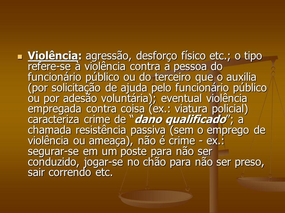Violência: agressão, desforço físico etc.; o tipo refere-se à violência contra a pessoa do funcionário público ou do terceiro que o auxilia (por solic