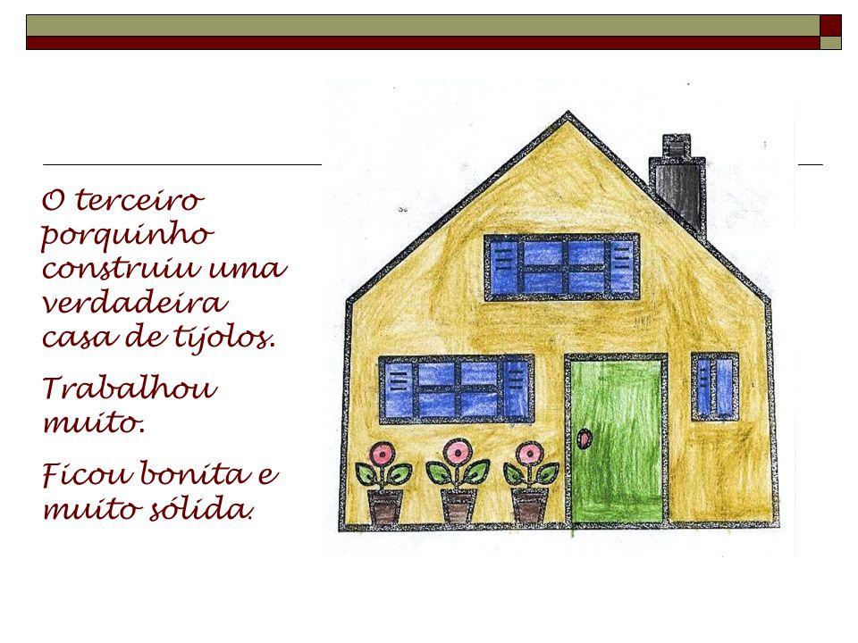 O segundo porquinho construiu também a sua casa. Fez um pouco melhor, pois utilizou madeira.