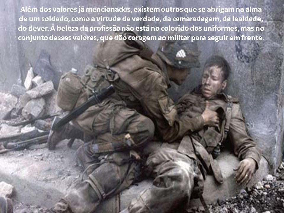 A profissão militar tem, nos equipamentos bélicos, o seu meio de adestramento. As virtudes exigidas nessa profissão precisam, portanto, ser fortes e c