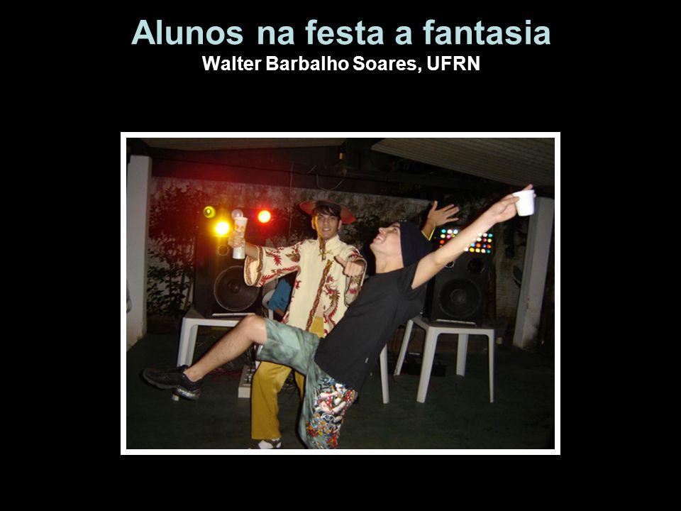 Alunos na festa a fantasia Walter Barbalho Soares, UFRN