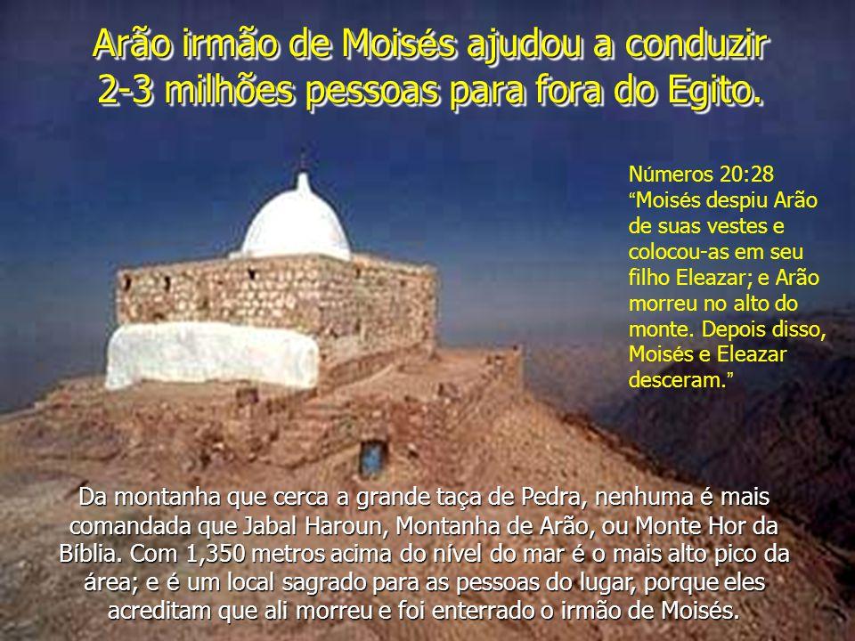 Arão irmão de Mois é s ajudou a conduzir 2-3 milhões pessoas para fora do Egito.