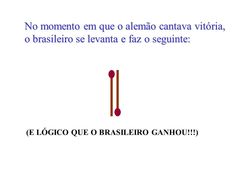 No momento em que o alemão cantava vitória, o brasileiro se levanta e faz o seguinte: (E LÓGICO QUE O BRASILEIRO GANHOU!!!)