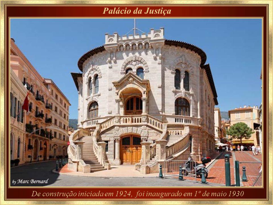 A Catedral onde Grace se casou, e descansa para sempre...