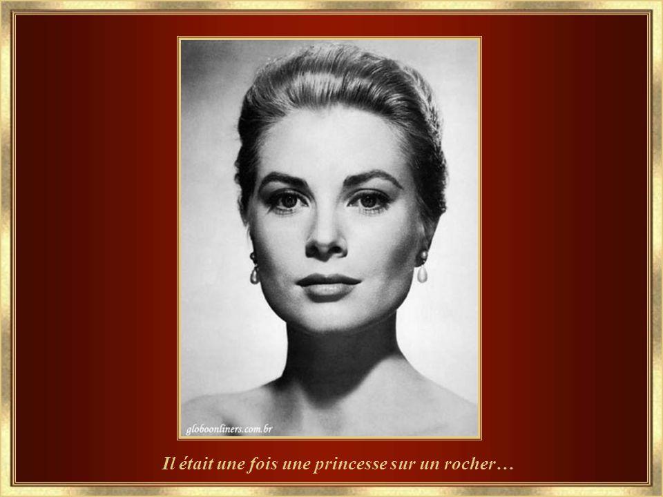 e... em 27-7-2007, o 59º Baile Beneficente da Cruz Vermelha rendeu homenagem à Princesa Grace, onde as Princesas da Casa Grimaldi chegaram com buquês