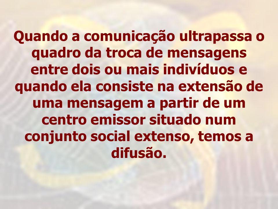 Quando a comunicação ultrapassa o quadro da troca de mensagens entre dois ou mais indivíduos e quando ela consiste na extensão de uma mensagem a parti