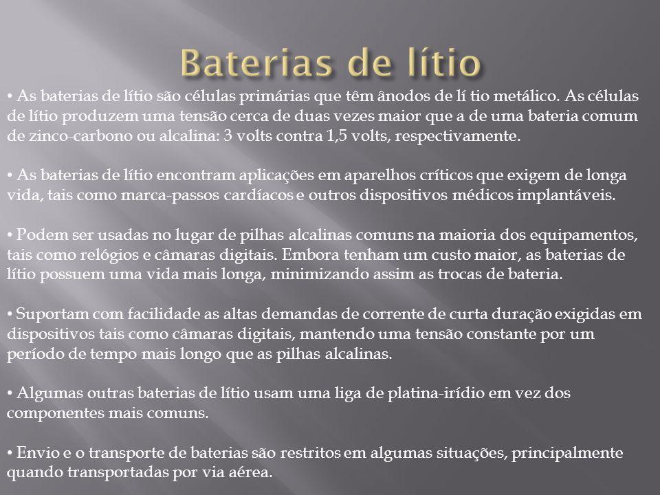 As baterias de lítio são células primárias que têm ânodos de lí tio metálico. As células de lítio produzem uma tensão cerca de duas vezes maior que a