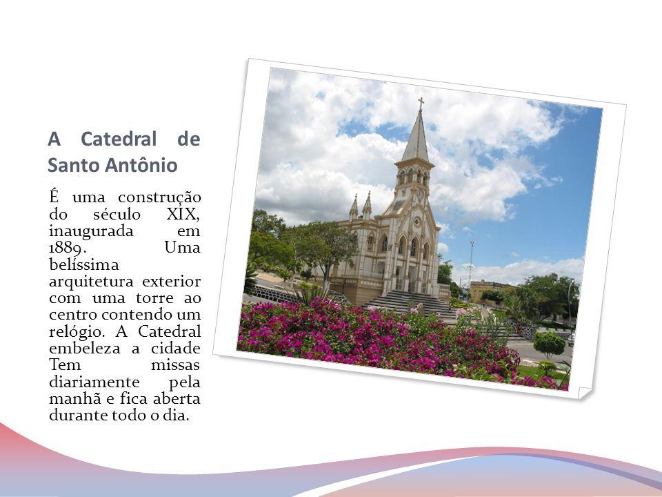 A Catedral de Santo Antônio É uma construção do século XIX, inaugurada em 1889. Uma belíssima arquitetura exterior com uma torre ao centro contendo um
