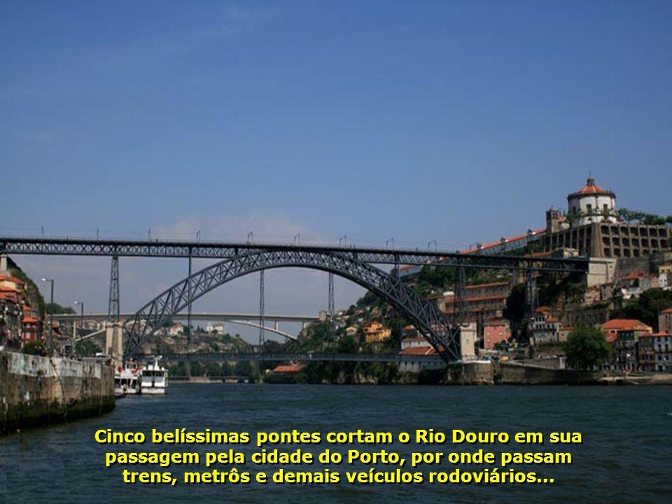 Uma outra tomada da belíssima Ponte D. Luis I, símbolo da cidade do Porto...