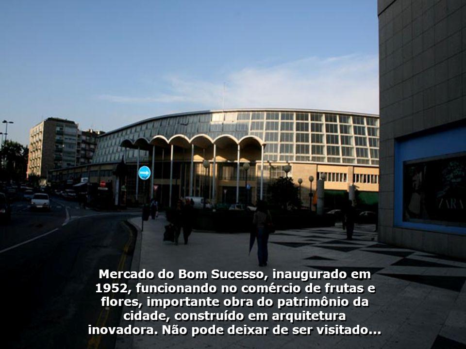 A Universidade do Porto, uma das mais importantes instituições de ensino superior de Portugal, fundada em 22.03.1911, é atualmente a maior universidad
