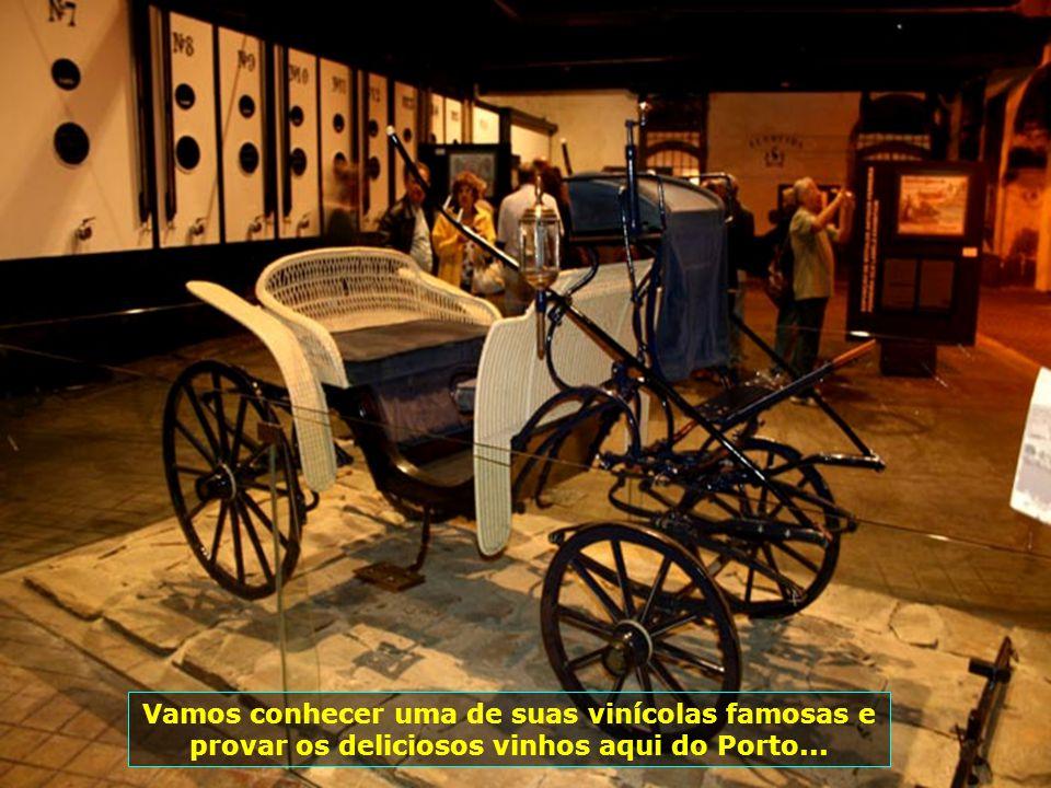 E olha eles aí novamente. Muito comuns em Portugal, os mini-carros estão por todas as ruas e avenidas. É necessária habilitação normal para dirigi-los