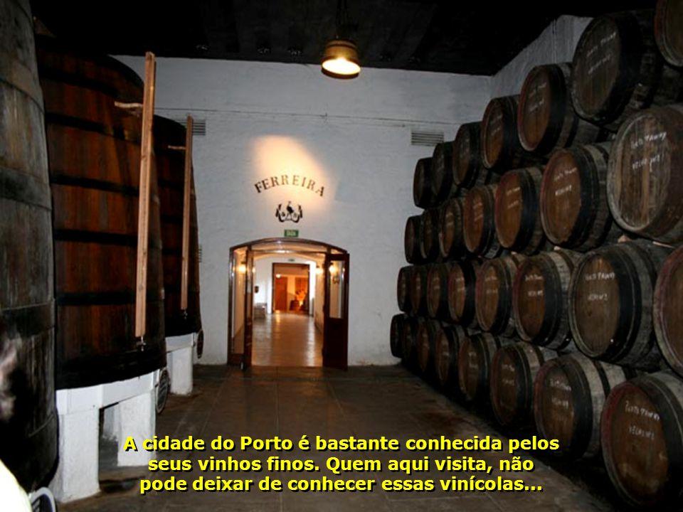 Vamos conhecer uma de suas vinícolas famosas e provar os deliciosos vinhos aqui do Porto...