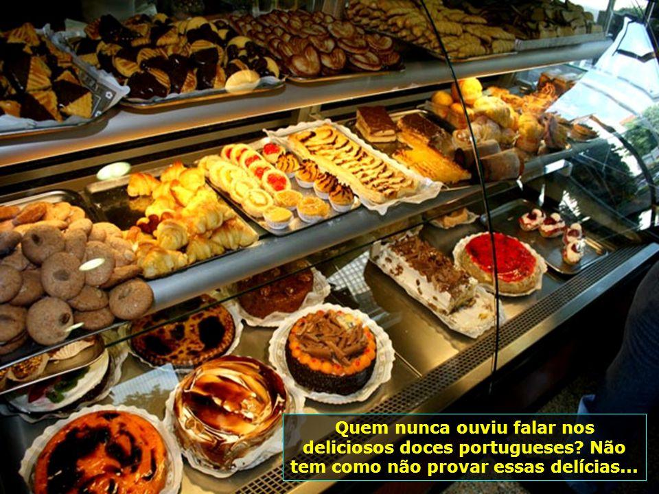 Ir ao Porto e não saborear uma deliciosa bacalhoada portuguesa, é um pecado. E evidentemente acompanhada de um delicioso vinho maduro branco...