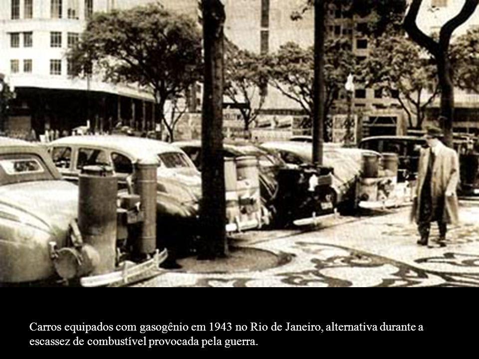 Cartazes de convocação militar em agosto de 1939, o Brasil chama seus reservistas. Mesmo com a guerra, o país não sabia de que lado estava.