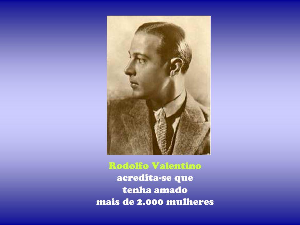 Rodolfo Valentino acredita-se que tenha amado mais de 2.000 mulheres