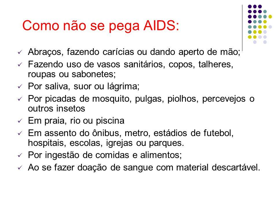Como não se pega AIDS: Abraços, fazendo carícias ou dando aperto de mão; Fazendo uso de vasos sanitários, copos, talheres, roupas ou sabonetes; Por sa