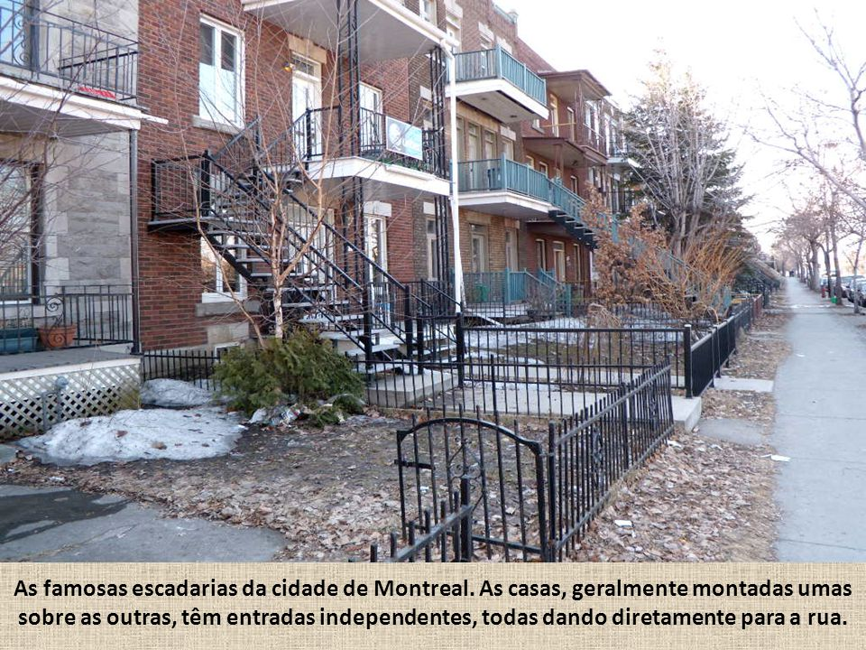 As famosas escadarias da cidade de Montreal. As casas, geralmente montadas umas sobre as outras, têm entradas independentes, todas dando diretamente p
