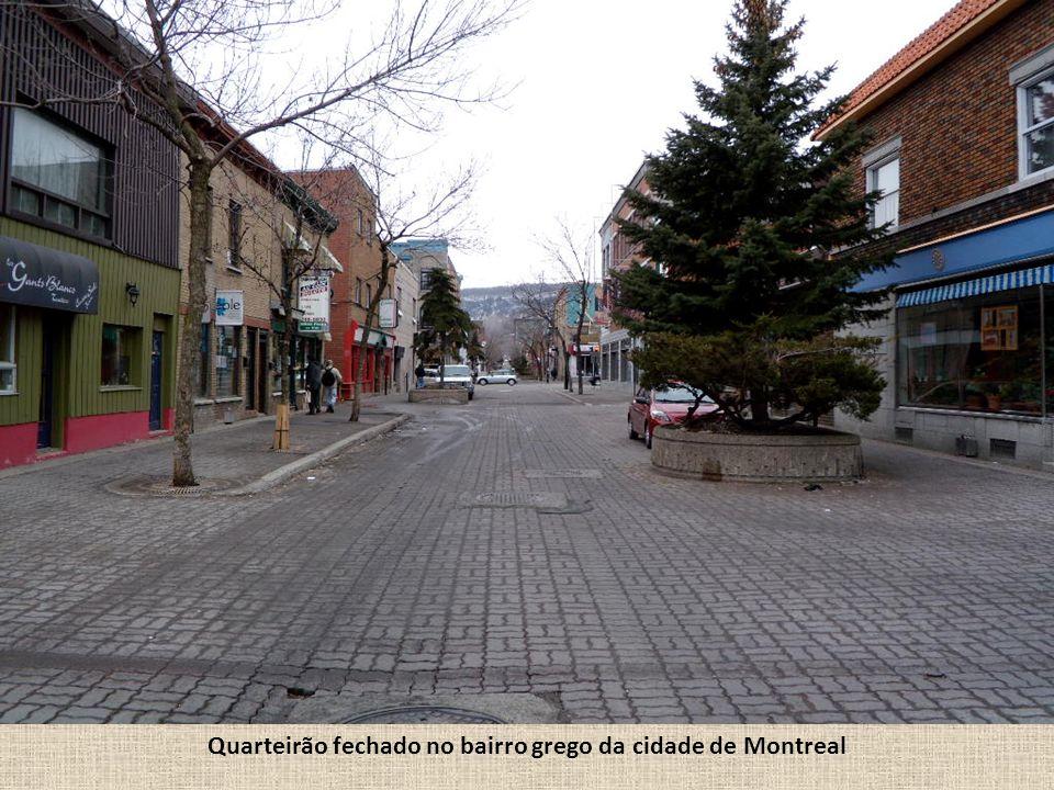 Quarteirão fechado no bairro grego da cidade de Montreal