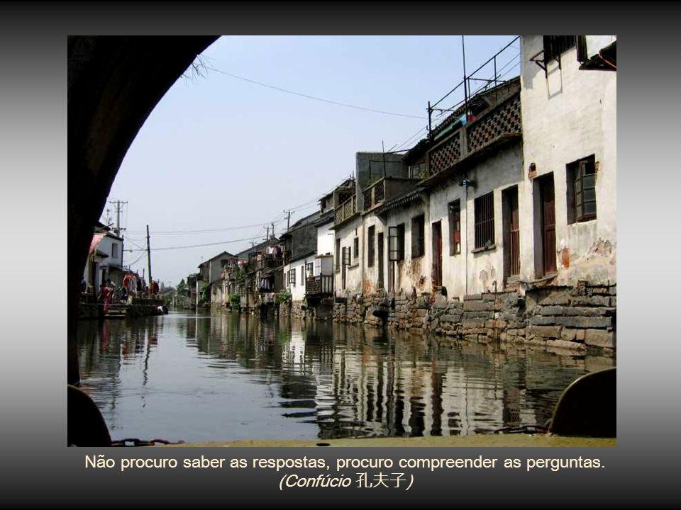www.planetapowerpoint.com.br Belas apresentações (slides) em PowerPoint, mensagens motivadoras, lindas imagens e textos para criar um ambiente de alegria e bem-estar.