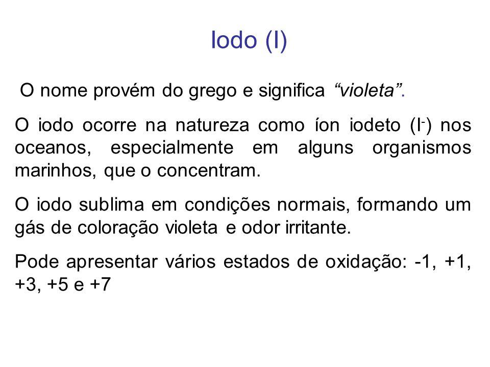 Iodo (I) O nome provém do grego e significa violeta. O iodo ocorre na natureza como íon iodeto (I - ) nos oceanos, especialmente em alguns organismos