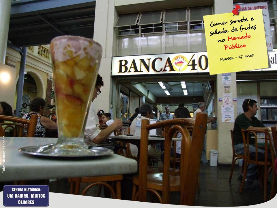Comer sorvete e salada de frutas no Mercado Público Marisa – 27 anos Foto: Ricardo Stricher