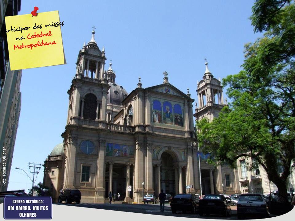 Participar das missas na Catedral Metropolitana Foto: Ricardo Stricher