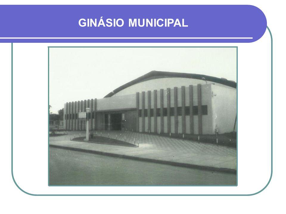MURAL DE MÁRMORE EXPOSTO NO GINÁSIO