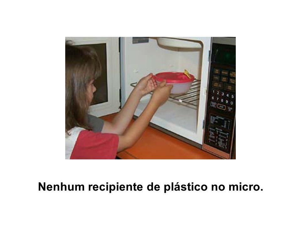 Nenhum recipiente de plástico no micro.