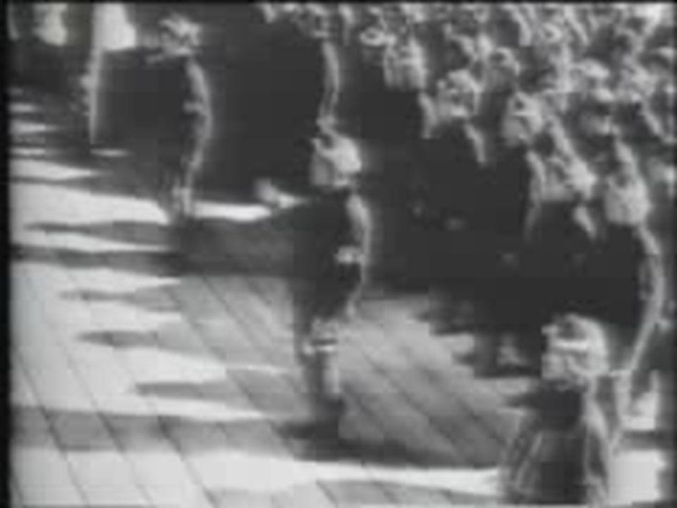1941 – O Japão ataca Pearl-Harbour provocando a entrada dos EUA na guerra.