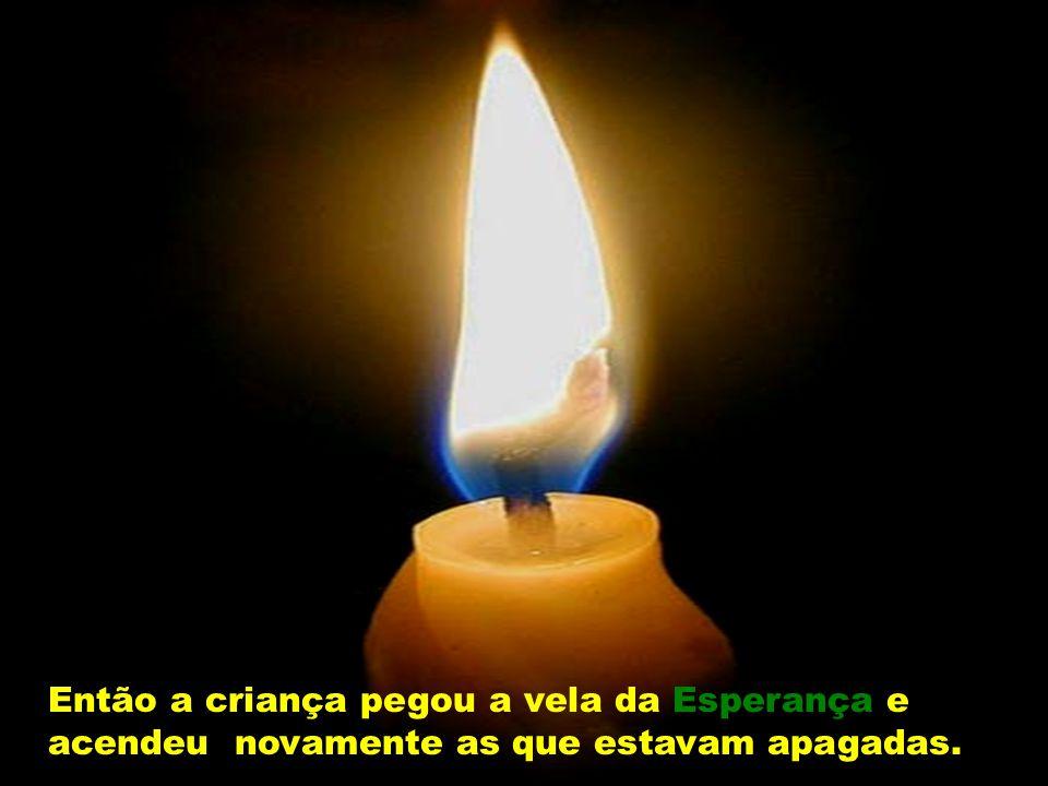 Então a quarta vela falou: - Não tenhas medo, criança. Enquanto eu estiver acesa, poderemos acender as outras velas. Pausa para reflexão Quando apagam